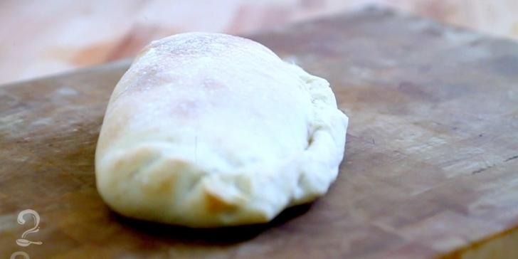 Receita de Calzone com Recheio de Espinafre e Cogumelos em vídeo | Gourmet a Dois