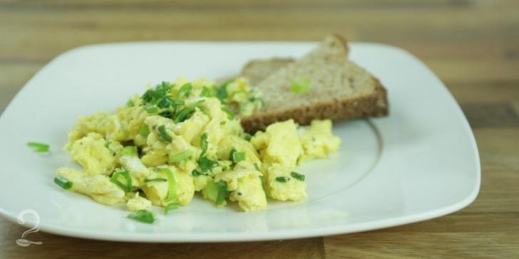 Receita de O Melhor Ovo Mexido com Queijo em vídeo | Gourmet a Dois