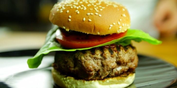 Receita de O Melhor Hambúrguer com Gorgonzola Caseiro em vídeo | Gourmet a Dois