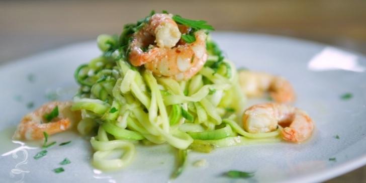 Receita de Espaguete de Abobrinha e Camarão em vídeo | Gourmet a Dois