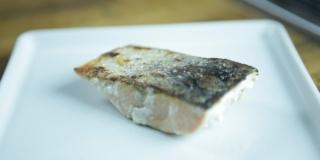 Como fazer pele crocante em peixe