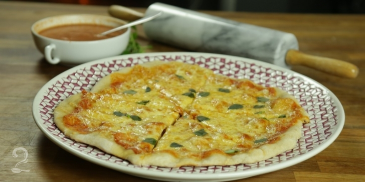 Receita de Pizza Margherita em vídeo | Gourmet a Dois