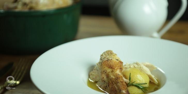 Receita de Receita de Galinha Cozida no Leite em vídeo | Gourmet a Dois