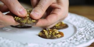 Mendiants - Discos de Chocolate com Frutas Secas