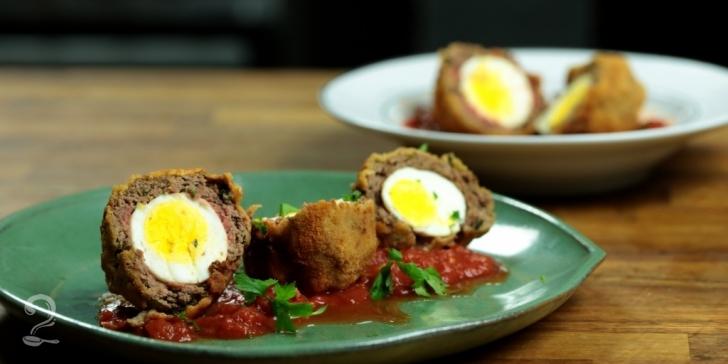 Receita de Receita de Bolovo (Ovos Escoceses) em vídeo | Gourmet a Dois