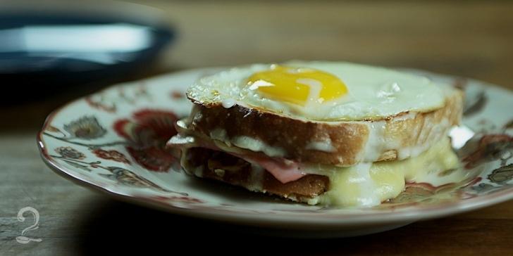 Receita de Como Fazer Croque Madame - Sanduíche Francês de Ovo, Presunto e Molho Branco | Como fazer em vídeo
