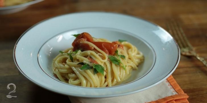 Receita de MACARRÃO DE 1 PANELA SÓ | One Pot Pasta - MEGA FÁCIL! em vídeo | Gourmet a Dois