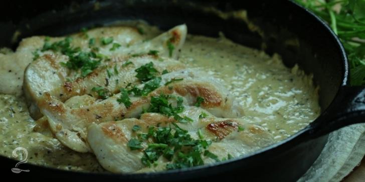 Frango com Molho de Ervas e Cream Cheese