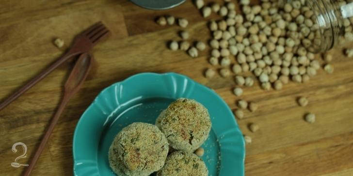 Receita de BOLINHO ASSADO DE GRÃO DE BICO - Tipo Falafel - Guloso e Saudável em vídeo | Gourmet a Dois