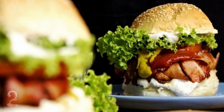 Receita de HAMBÚRGUER enrolado no BACON (INCRIVELMENTE GOSTOSO!) em vídeo | Gourmet a Dois