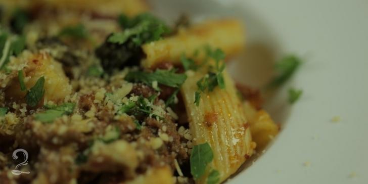 Receita de Macarrão Maravilhoso Assado com Espinafre e Carne Moída em vídeo | Gourmet a Dois