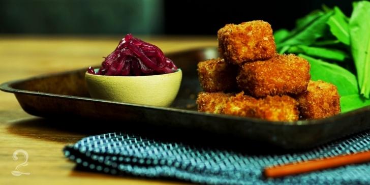 Receita de Queijo Coalho à Milanesa (+ Geleia de Cebola) RÁPIDO E FÁCIL em vídeo | Gourmet a Dois