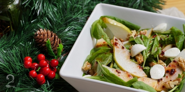 Receita de Salada de Rúcula com Vinagrete de Framboesa, Muçarela de Búfala, Pera e Nozes em vídeo | Gourmet a Dois