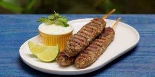 Receita de Kafta com Molho de Iogurte - Churrasco sem Fogão
