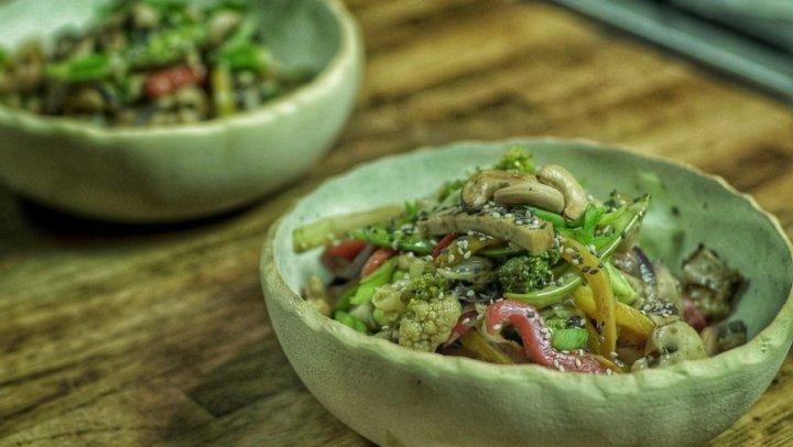 Legumes Salteados (Stir Fry) com Cogumelos e Tofu