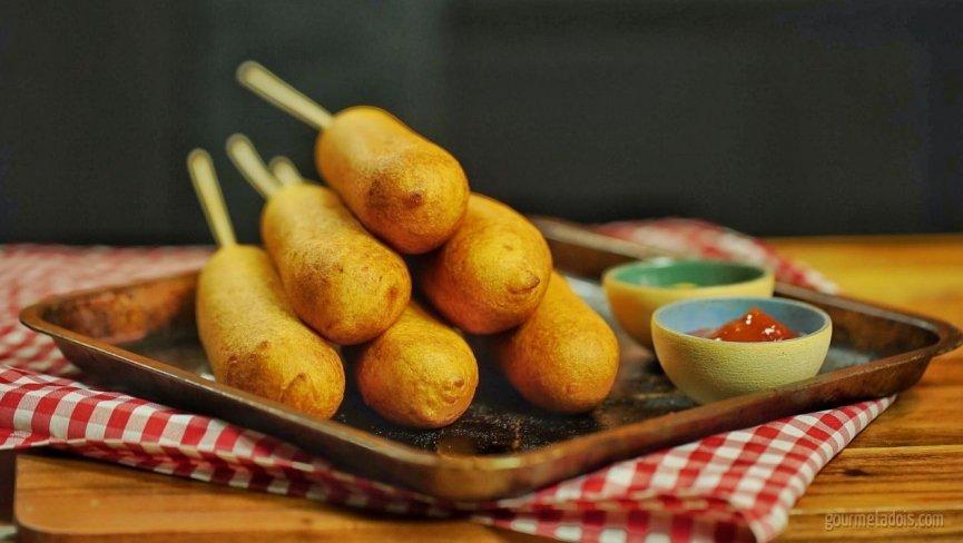 Receita de Dogão Caipira - Especial Festa Junina (Corn Dog) | Como fazer em vídeo